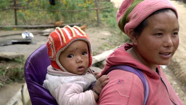 ネパールの女と子供 - ネパール点の映像素材/bロール