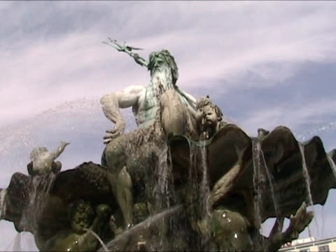 Neptun Fountain video