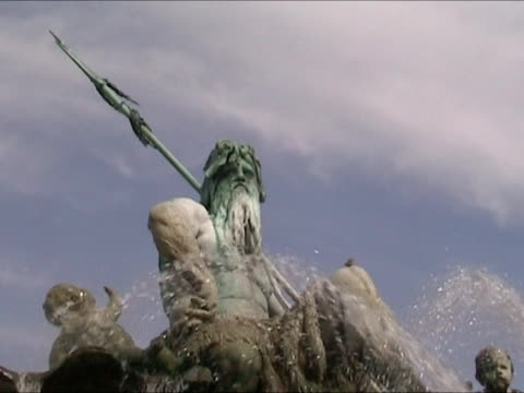 Neptuno Fountain video
