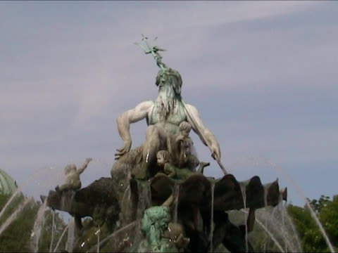 Neptuno Fountain in Alexander Platz - Berlin video