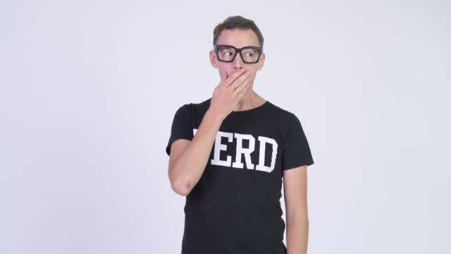 Eyeglasses desgastando do homem do lerdo - vídeo