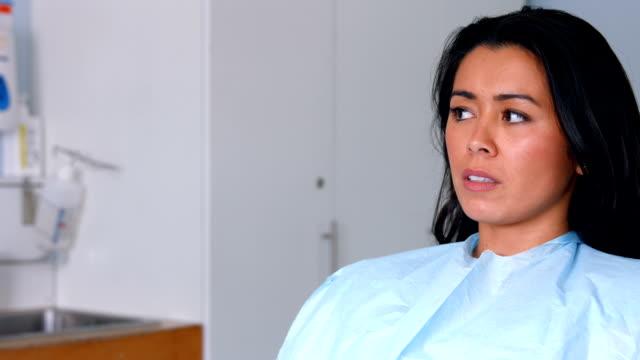 Sistema nervioso paciente sobre para conseguir sus dientes examinar - vídeo