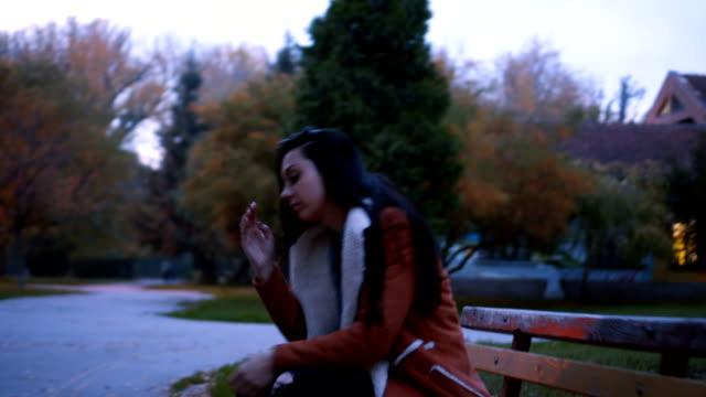 nervös junge frau - schwarzes haar stock-videos und b-roll-filmmaterial