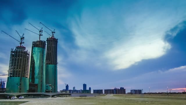 new construction in bahrain - timelapse - zoom in - arabia saudita video stock e b–roll
