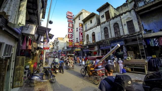 vídeos de stock, filmes e b-roll de nova delhi pahar ganj main street intervalo de tempo - nova delhi