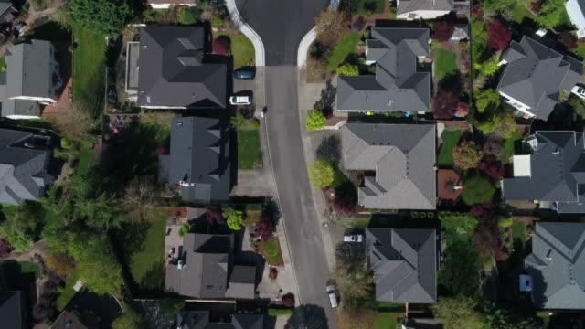 ny hem konstruktion i en urban tillväxt gräns - försäkring bildbanksvideor och videomaterial från bakom kulisserna