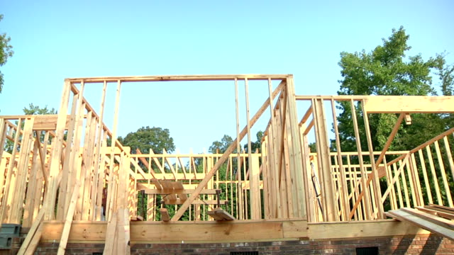 stockvideo's en b-roll-footage met new home construction - ladder