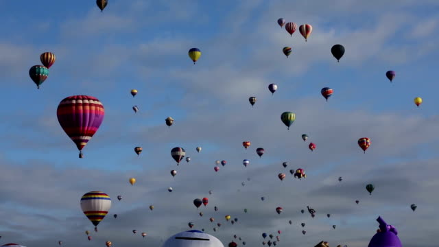 new mexico hot air balloon mass ascension - balon stok videoları ve detay görüntü çekimi