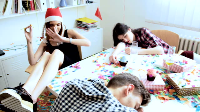 Celebración del año nuevo en la oficina - vídeo