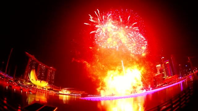 vidéos et rushes de nouvel an feu d'artifice à singapour - nouvel an chinois