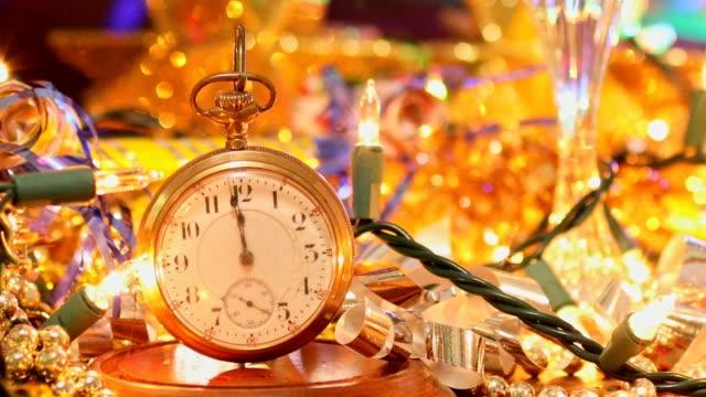 på nyårsafton holiday part med champagne, discokula, dekorationer. - christmas decorations bildbanksvideor och videomaterial från bakom kulisserna