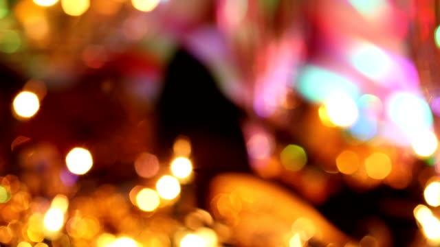 Vacaciones de fin de año fiesta con champagne, bola de discoteca, decoraciones. - vídeo