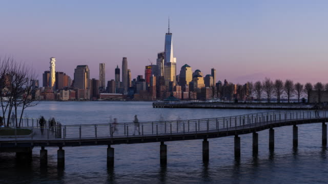 New York City Lower Manhattan cityscape, sunset to twilight time-lapse - vídeo