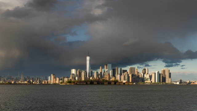 New York City Lower Manhattan cityscape time lapse video with afternoon rain storm - vídeo