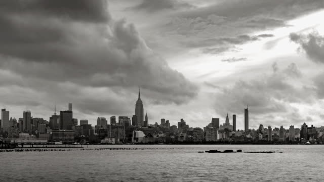 New York City Manhattan Midtown West with passing clouds. Black & White time lapse - vídeo