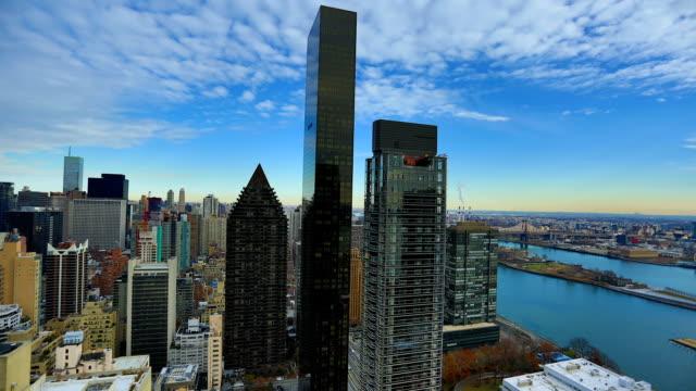 нью-йорк город: ист-ривер и верхней части манхэттена - проспект стоковые видео и кадры b-roll