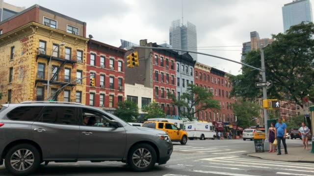 ニューヨーク市の通りの交差点 - 交通信号機点の映像素材/bロール