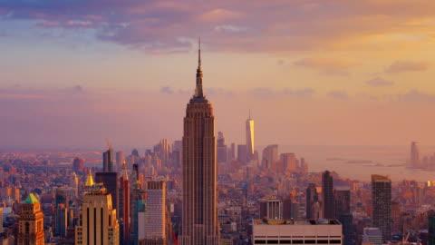 vidéos et rushes de new york city: coucher de soleil (le jour et la nuit) - horizon urbain