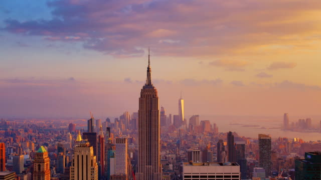 new york city: sunset (day to night) - манхэттен стоковые видео и кадры b-roll