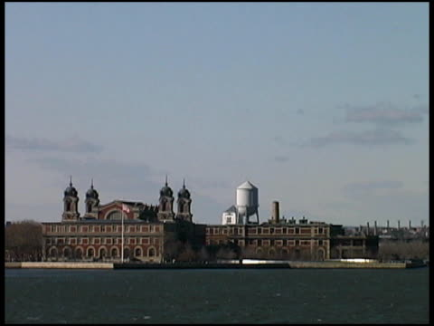 New York / Jersey: Ellis Island from Boat video