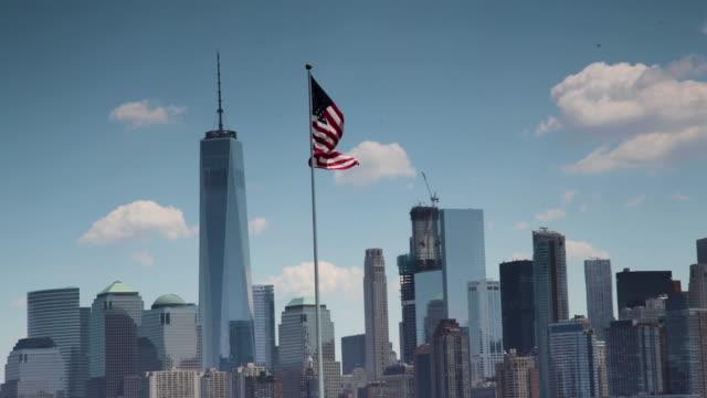 new york manhattan cityscape - größere sehenswürdigkeit stock-videos und b-roll-filmmaterial
