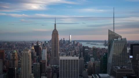 vidéos et rushes de panorama de new york manhattan - time lapse - horizon urbain