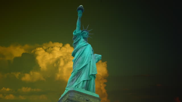 New York : Statue of Liberty, with clouds and effects,