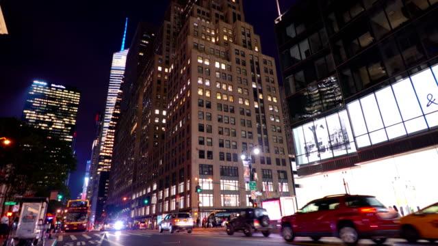 New Yorker Straße bei Nacht – Video