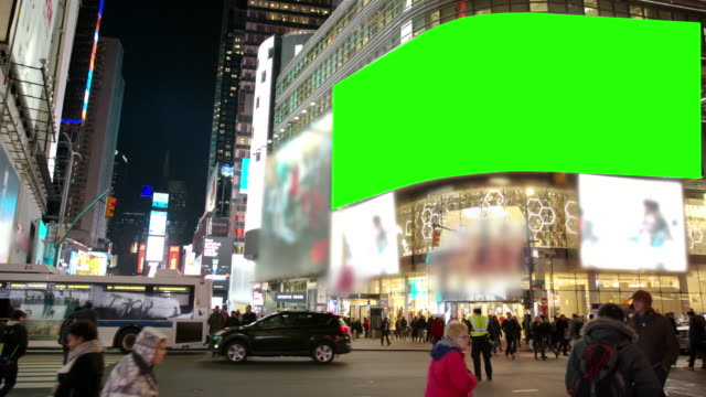 vídeos de stock, filmes e b-roll de chromakey as pessoas do time square de nova york inverno multidão tela verde - outdoor