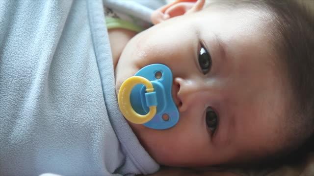 stockvideo's en b-roll-footage met pasgeboren baby. jongen - sleeping illustration