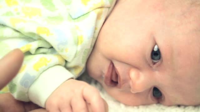 Nacido ser comforted - vídeo