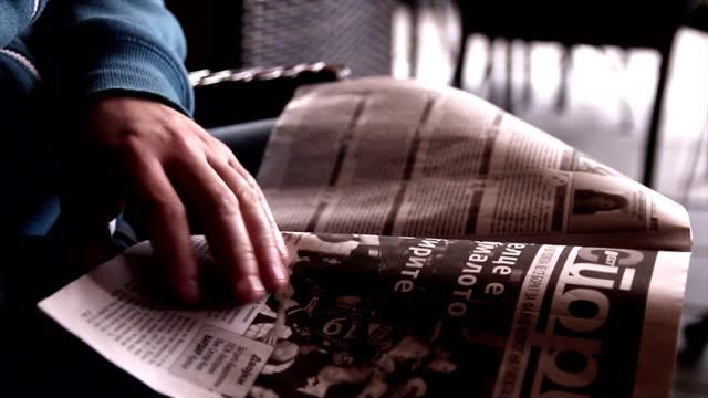 newspaper - newspaper stok videoları ve detay görüntü çekimi