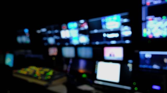 vídeos de stock, filmes e b-roll de fundo de redação para notícias - antena parabólica