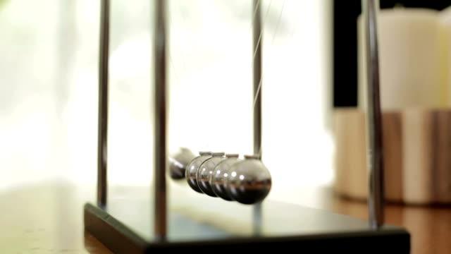 ニュートンのゆりかご 01 ビデオ