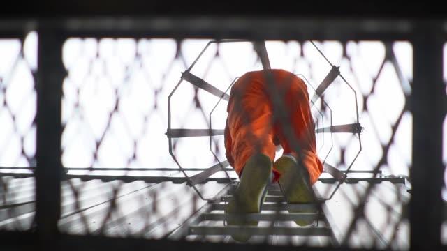 еngineer at height - niebezpieczeństwo filmów i materiałów b-roll