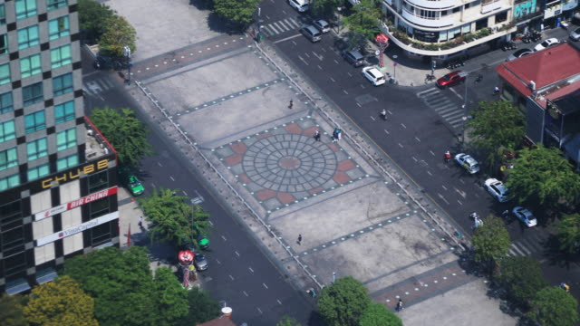 nguen hue street in ho chi minh high angle view daytime - длина стоковые видео и кадры b-roll