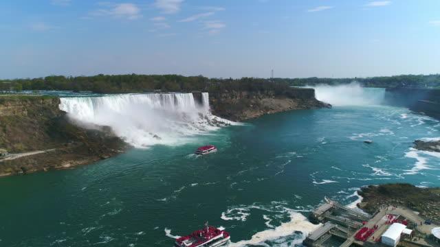 vídeos de stock, filmes e b-roll de niagara falls, vista aérea da atração turística famosa - rio niagara
