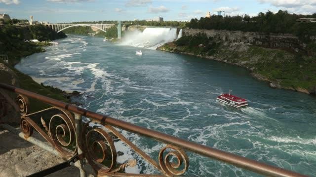vídeos de stock, filmes e b-roll de rio niágara pela horseshoe falls, no verão - rio niagara