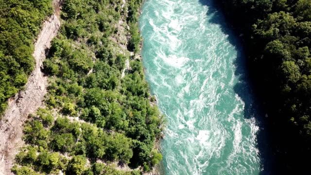 vídeos de stock, filmes e b-roll de redemoinho e rio do niágara - rio niagara
