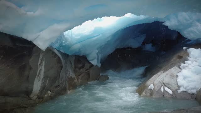 nigardsbreen glacier mouth drone - ледник стоковые видео и кадры b-roll