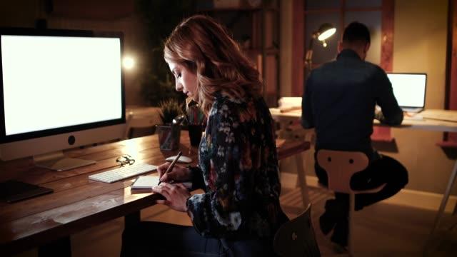 Nacht im Büro – Video
