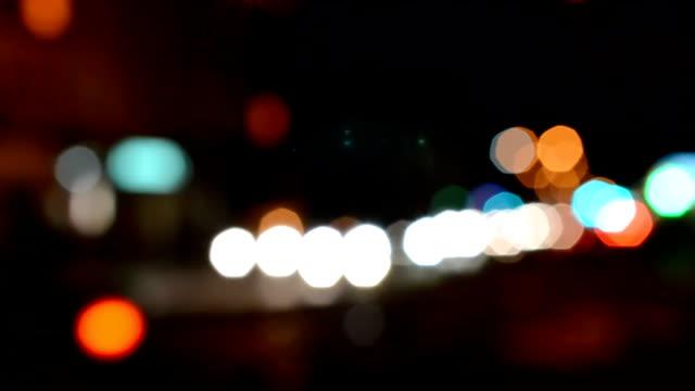 빛에서 밤 배경 - 초점 이동 스톡 비디오 및 b-롤 화면