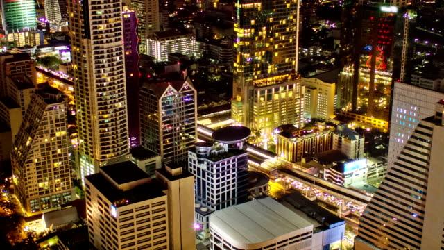 Primer plano de la noche de la ciudad - vídeo