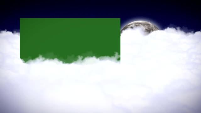 di notte, nuvole e luna con verde schermo del monitor - angelo video stock e b–roll