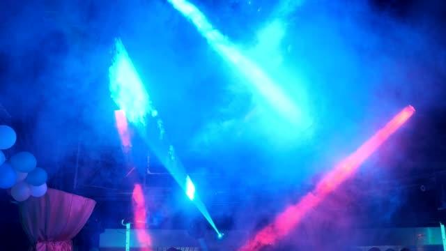 natt disco blixt lampor dancing pub - nöjesklubb bildbanksvideor och videomaterial från bakom kulisserna