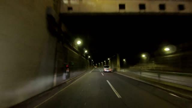夜の東京での運転 - 移す点の映像素材/bロール