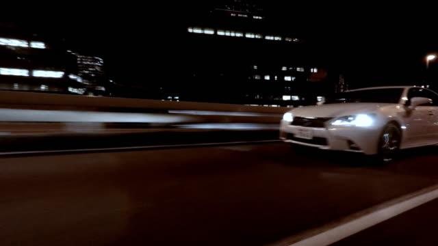 夜の運転-側面図-4 k - 曲線点の映像素材/bロール