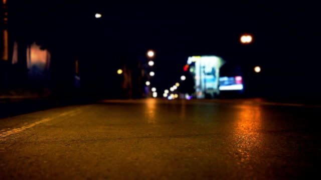 night empty street on asphalt road slider footage - droga filmów i materiałów b-roll