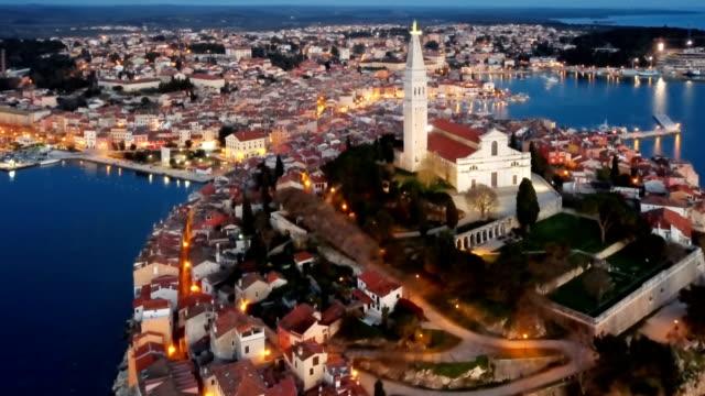 night flight around old town rovinj, istria, croatia - хорватия стоковые видео и кадры b-roll