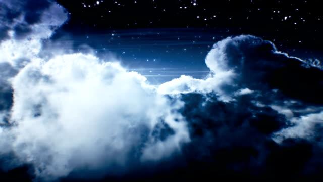 Vol de nuit au-dessus des nuages. Loop - Vidéo